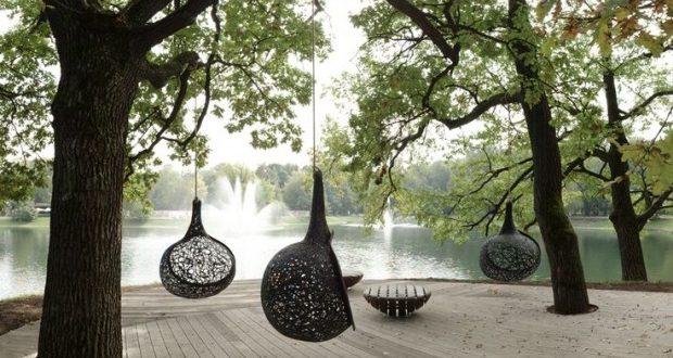Подвесные кресла из базальтового волокна в парке Останкино. Фото: gardener.ru