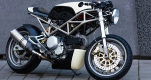 Ducati Monster got dressed in basalt fiber